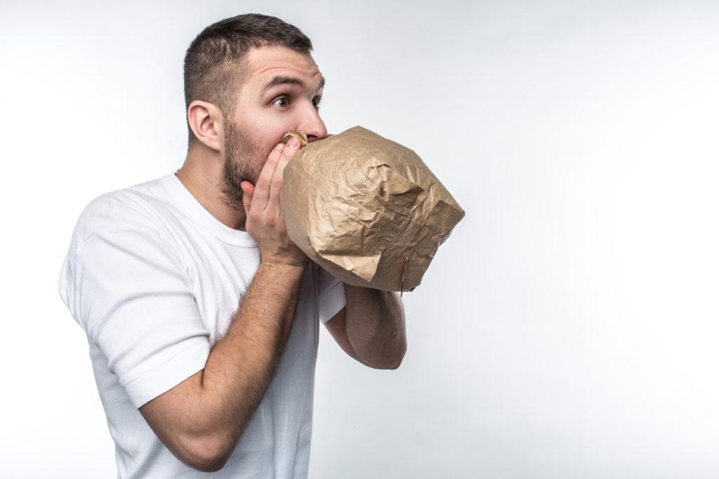 Pourquoi respirer dans un sac en papier ou un ballon