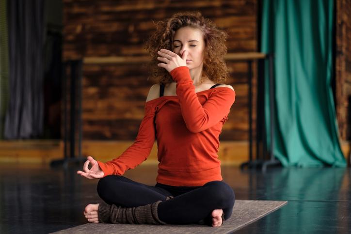 Respiration yogique complète sur 3 étages bienfaits et dangers