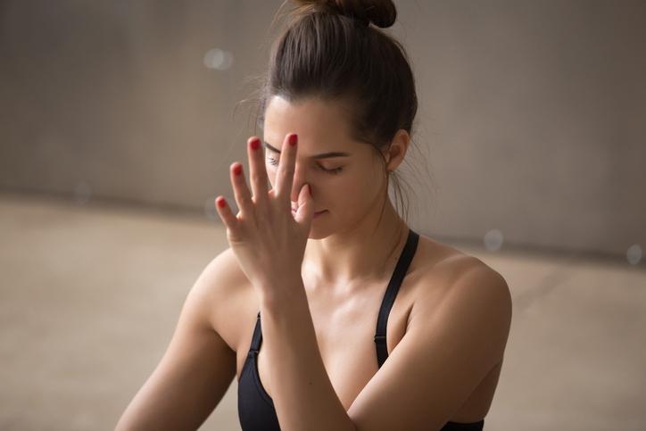 Yoga pranayama comme faire l'exercice de respiration alternée